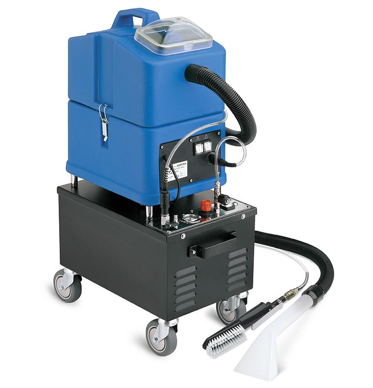 Optima S15 ESPUMA es la máquina ideal para limpiar y secar rápidamente tapicerías. Esta máquina inyecta espuma densa sobre la superficie sucia, que después de algunos segundos se frota con el cepillo de serie y lo aspira bien, removiendo la suciedad.